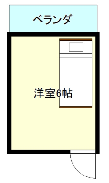 扉前のベッド